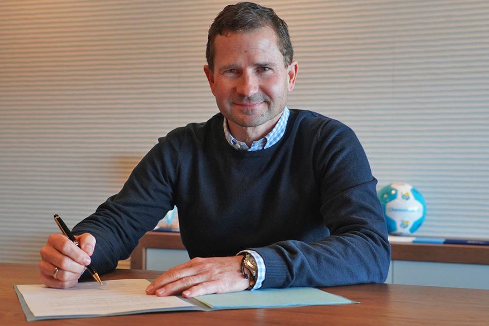 Marc Arnold, neuer Geschäftsführer Sport des Chemnitzer FC nach seiner Vertragsunterschrift im CFC-Stadion.
