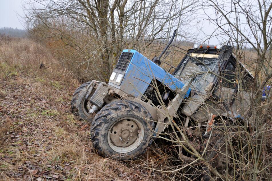Todes-Drama: Mann wird nach Traktor-Unfall unter Wasser eingeklemmt und stirbt