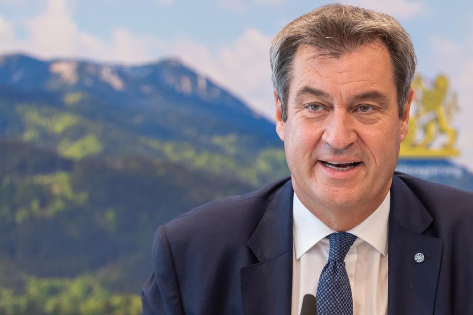 Der bayerische Ministerpräsident Markus Söder (54, CSU) hat bei einem Besuch des ERC Ingolstadt die Abkehr von Geisterspielen bekräftigt.