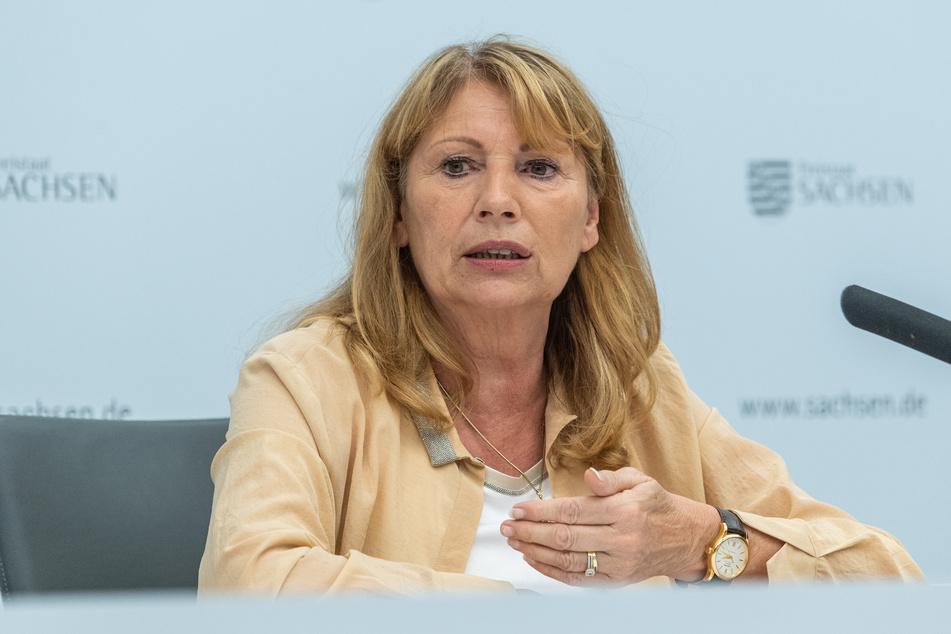 Petra Köpping (61, SPD) übergab den Fördermittelbescheid.