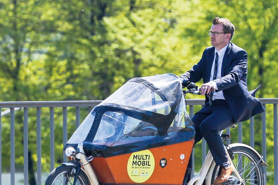 Der scheidende Baubürgermeister Raoul Schmidt-Lamontain (43, Grüne) ist immer mit dem Lastenfahrrad unterwegs.