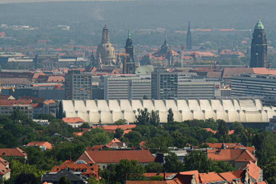 Eine sommerliche Stadtansicht von Dresden.