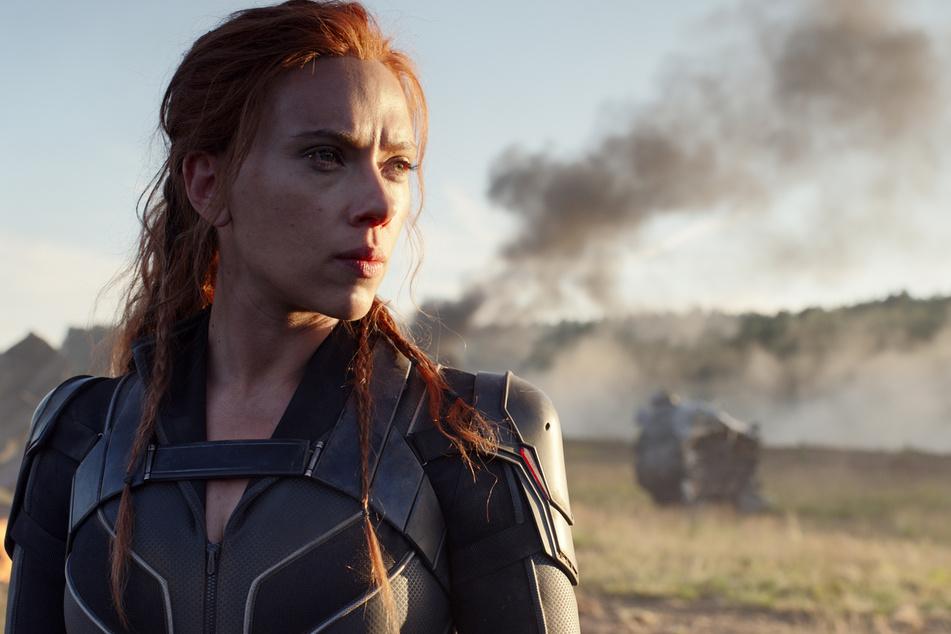 """Scarlett Johansson (36) behauptet, Disney habe ihr zugesichert, dass """"Black Widow"""" vorerst nur im Kino startet."""