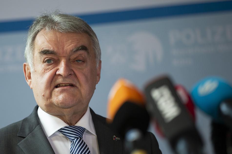 CDU-Parteikollege Herbert Reul (69) rief seine Partei dazu auf, schnell einen Nachfolger für den Ministerpräsidentenposten zu finden.