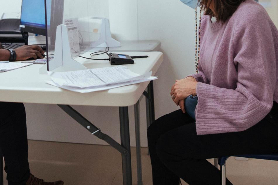 Tausende Patientinnen und Patienten in Deutschland leiden nach einer Covid-19-Erkrankung an Langzeitfolgen. (Symbolfoto)