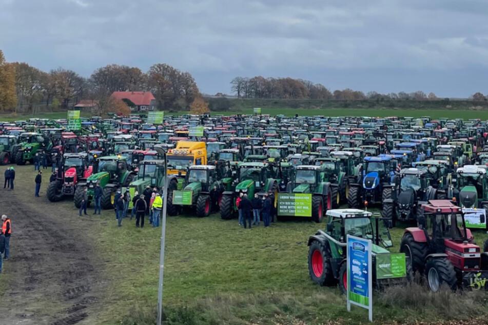 500 Trecker! Bauern demonstrieren mit Sternfahrt nach Bremen