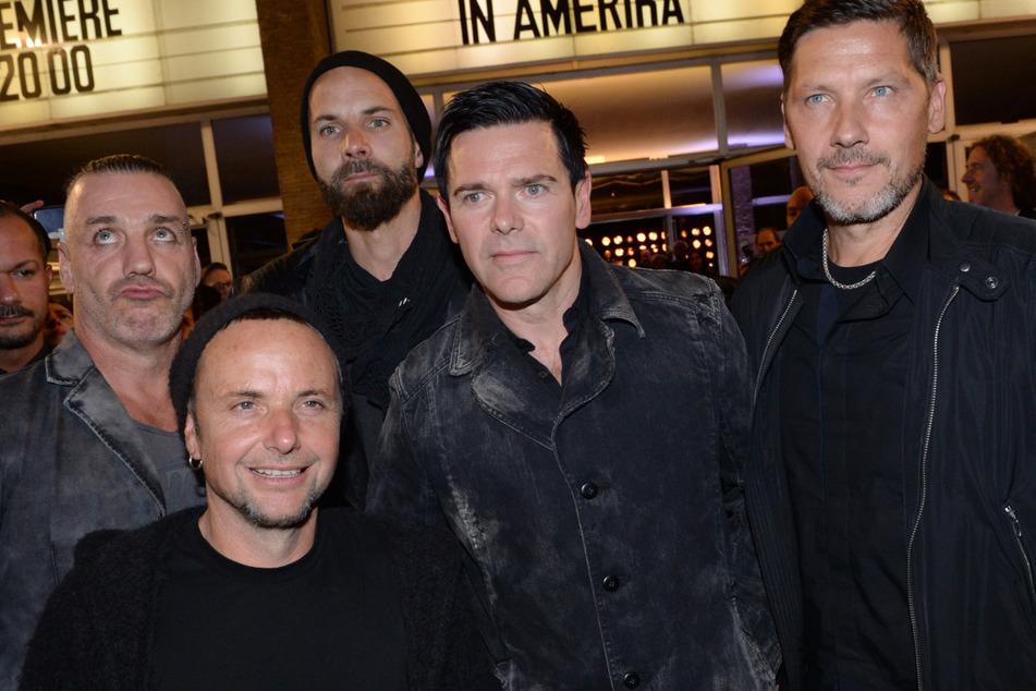 Sänger Till Lindemann (l-r.), Gitarrist Paul H. Landers, Gitarrist Richard Kruspe, Bassist Oliver Riedel und Schlagzeuger Christoph Schneider der Band Rammstein haben die Zeit für ein neues Album genutzt.