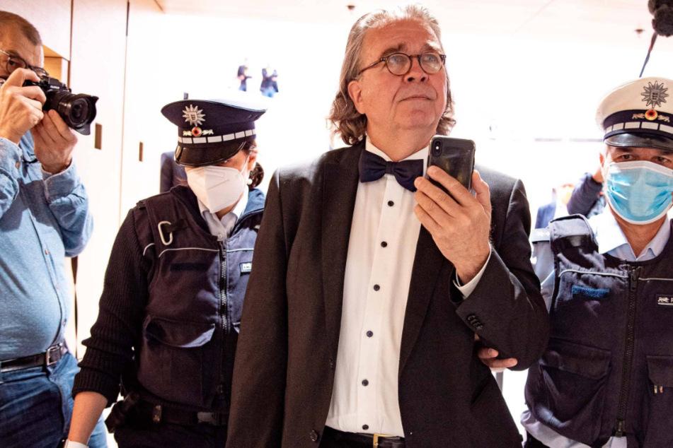 Ex-AfD Politiker wird von Polizei aus dem Landtag geschmissen