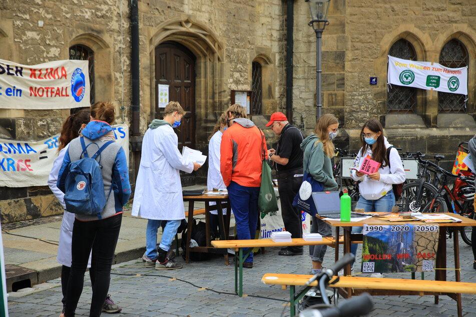 Unter anderem an der Nikolaikirche konnten sich Interessierte rund um das Thema Verkehrswende und Klimakrise informieren.