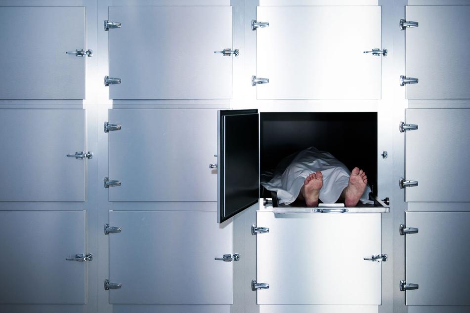 Eine tote Person in einem Leichenschauhaus (Symbolbild).