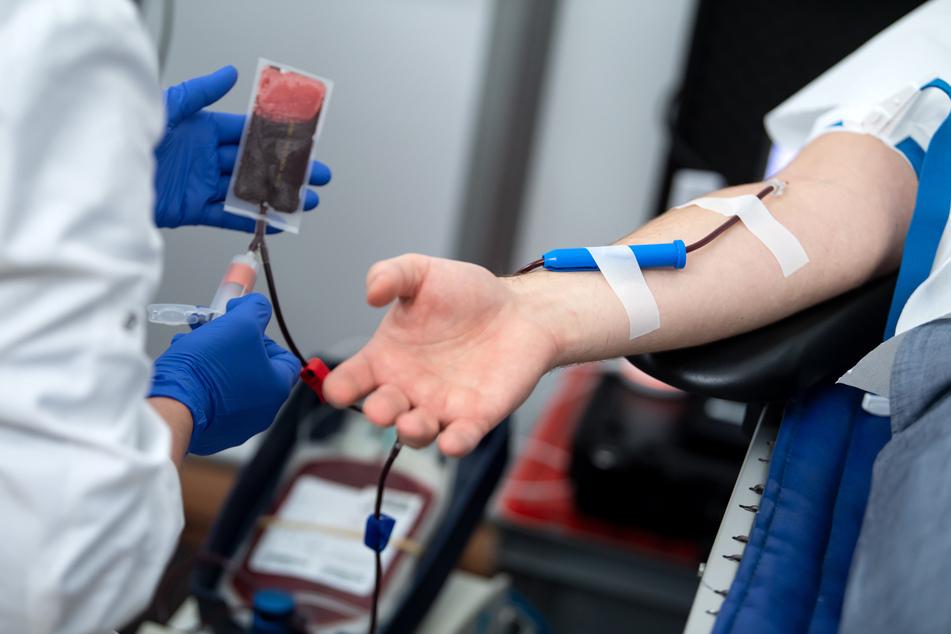 Die Blutbank der Uniklinik Leipzig ist dringend auf Spenden angewiesen. (Symbolbild)
