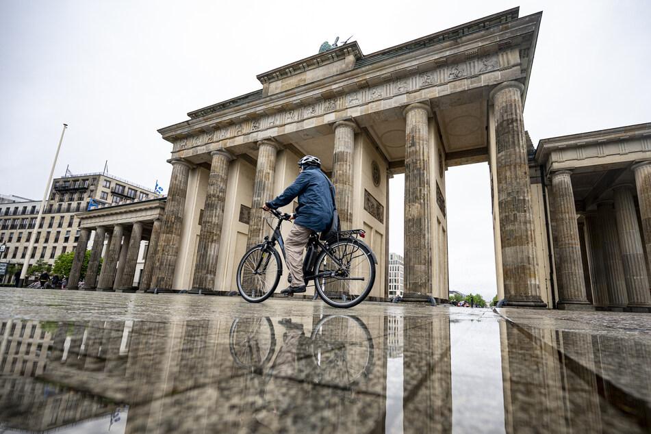 Berliner und Brandenburger dürfen sich trotz hoher Temperaturen über den ein oder anderen Schauer freuen.