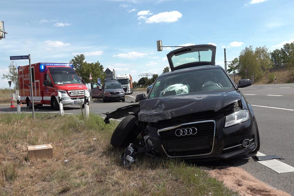 B6 bei Leipzig: Audi und Opel krachen beim Abbiegen ineinander