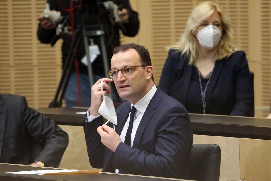 Jens Spahn (CDU), Bundesgesundheitsminister, nimmt an einer Sondersitzung im Bundesrat teil.