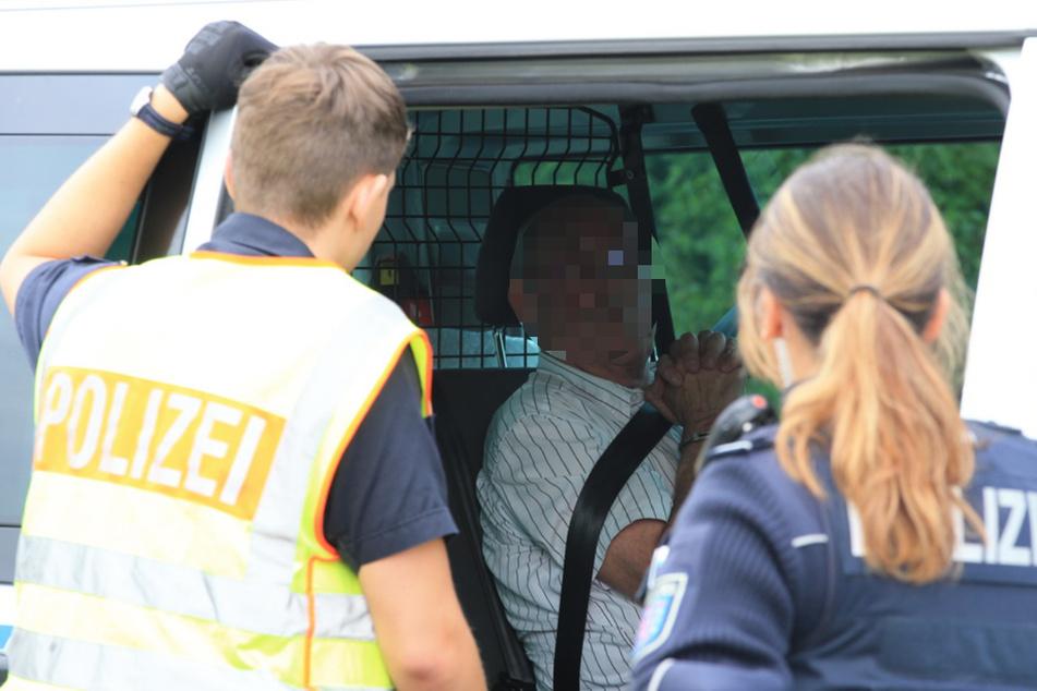 Der Rentner beendete seine Flucht und stellte sich auf einem Rastplatz der Polizei.