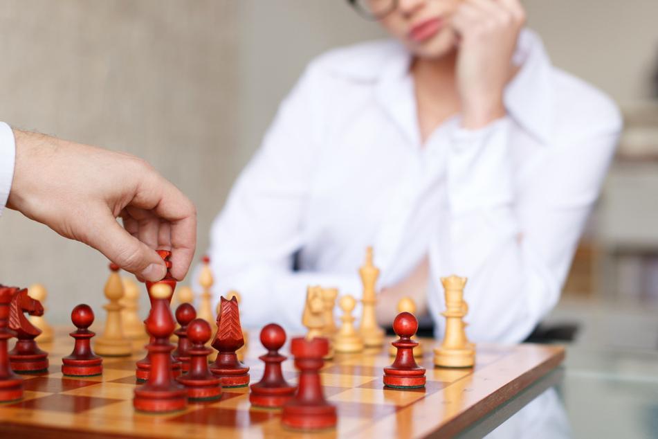 """Schachverband wirbt für Brust-Implantate: """"Erniedrigend und demütigend"""""""