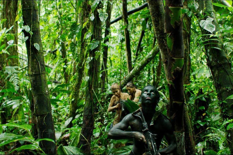 Über weite Teile des Films kämpft sich die Guerilla-Truppe durch den dichten Urwald.