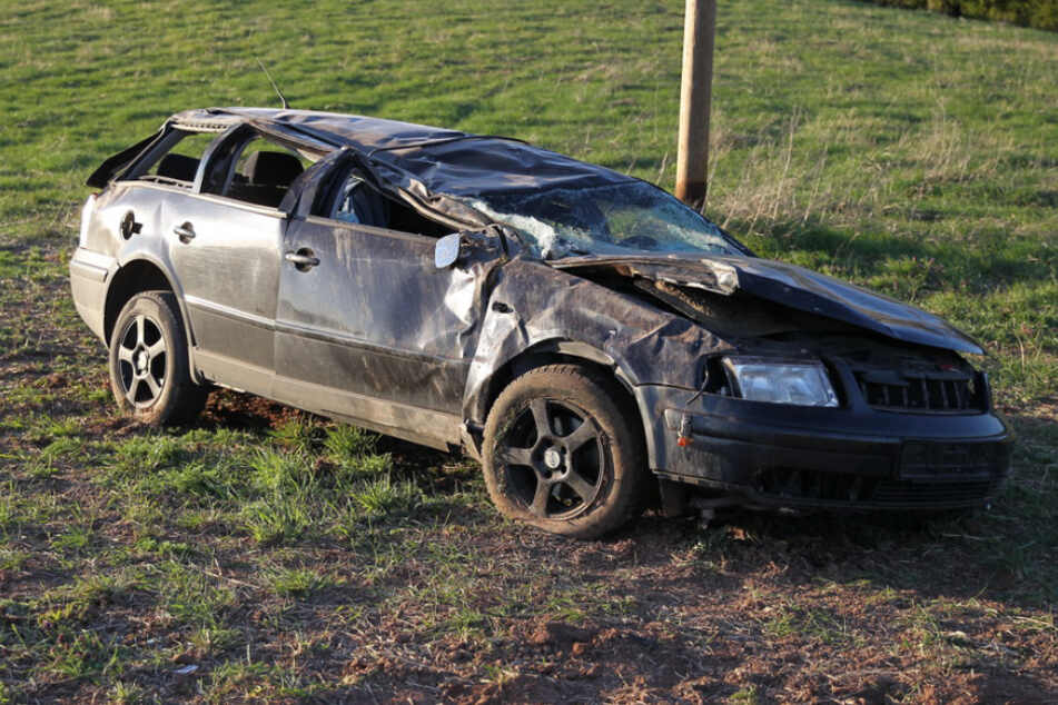 Tödlicher Unfall: Frau überschlägt sich mit Auto und stirbt