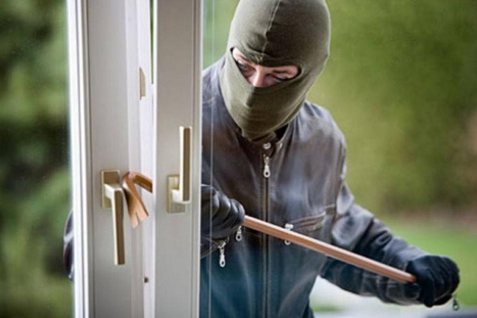 Einbrecher verliert Brieftasche am Tatort