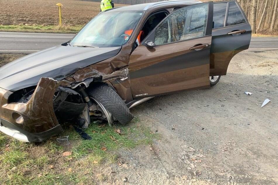 Crash auf der B101 bei Großschirma. Zwei Autos stießen am Freitagvormittag zusammen.
