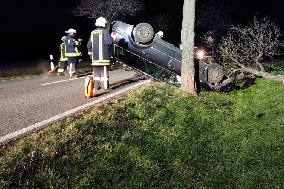 Auto überschlägt sich und bleibt auf Dach liegen: Schwer verletzter Fahrer hatte 1,9 Promille intus