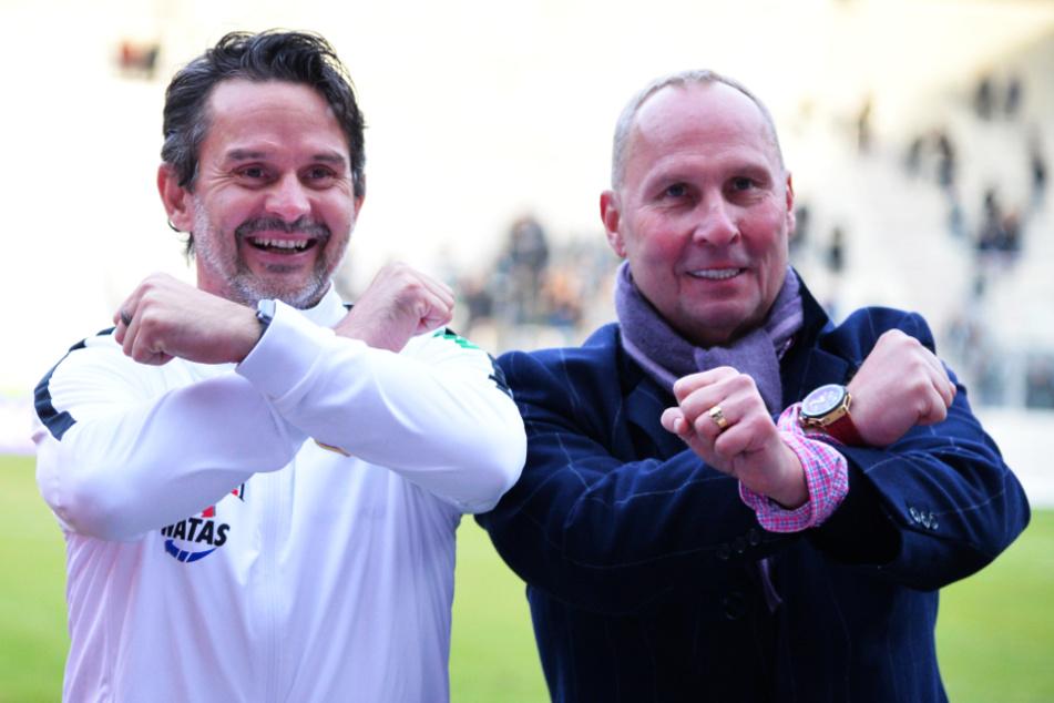 FCE-Coach Dirk Schuster (l.) und Club-Präsident Helge Leonhardt Seite an Seite mit den gekreuzten Hämmern. Mittlerweile liegt man bei einigen Themen offenbar über Kreuz.