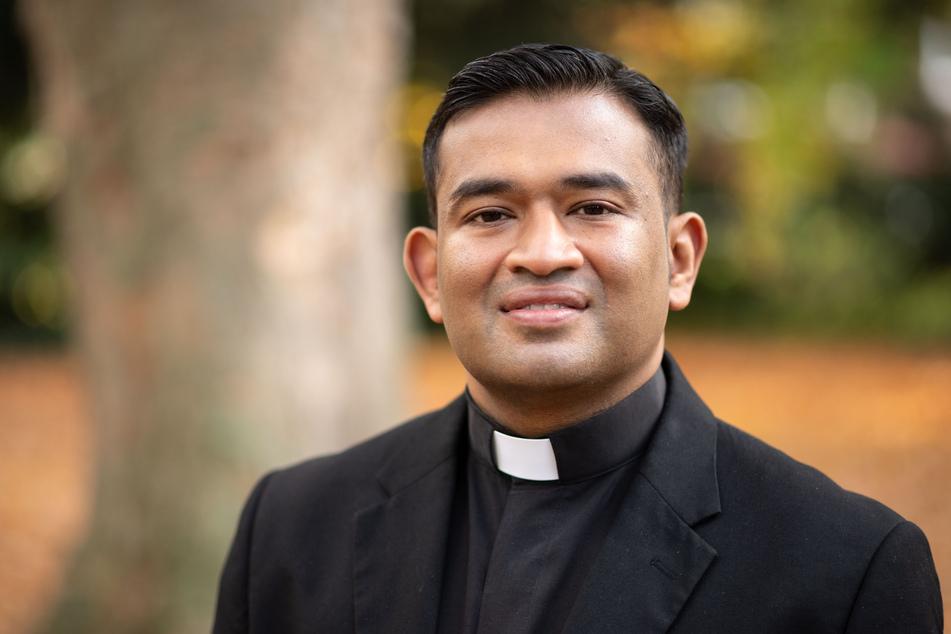 Der Kölner Pfarrer Regamy Thillainathan hatte einen Anruf von Papst Franziskus.
