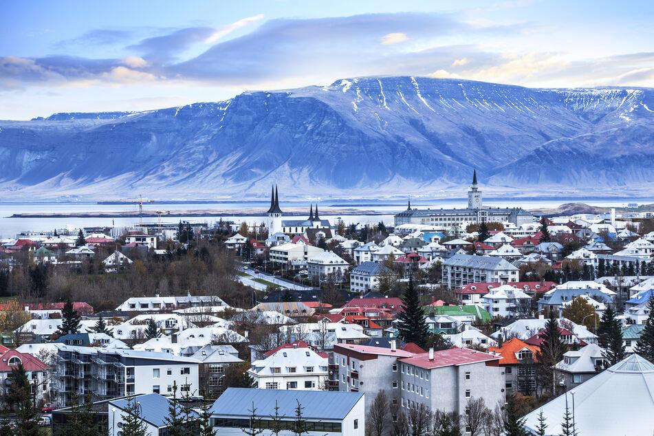 Blick auf Islands Hauptstadt Reykjavik im Winter.