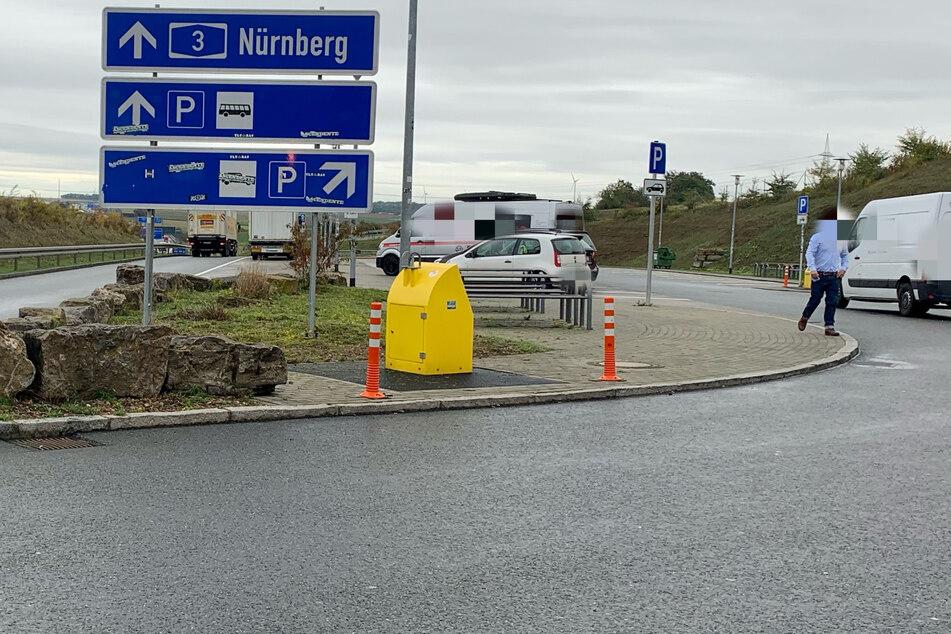 Der Vorfall ereignete sich auf dem Parkplatz Sandgraben Süd bei Theilheim in Unterfranken.