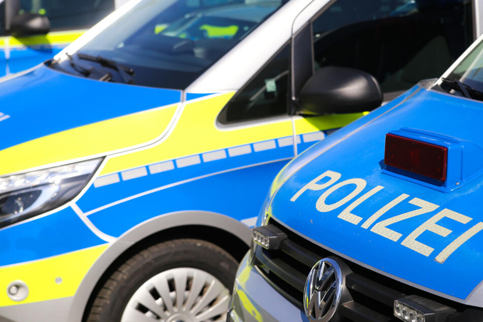 """Betrunkener """"begrüßt"""" Polizisten an Wohnungstür in Kung-Fu-Manier"""