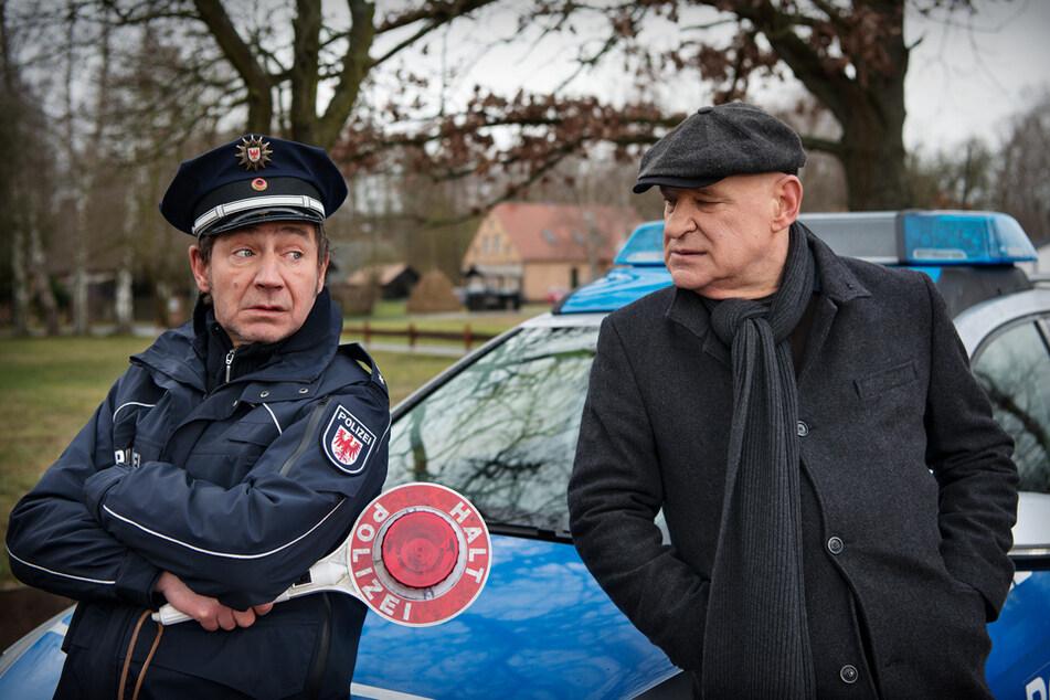 Thorsten Krüger (Christian Redl, 72, r.) und Fichte (Thorsten Merten, 58): Den Polizisten zieht's in die Ferne.