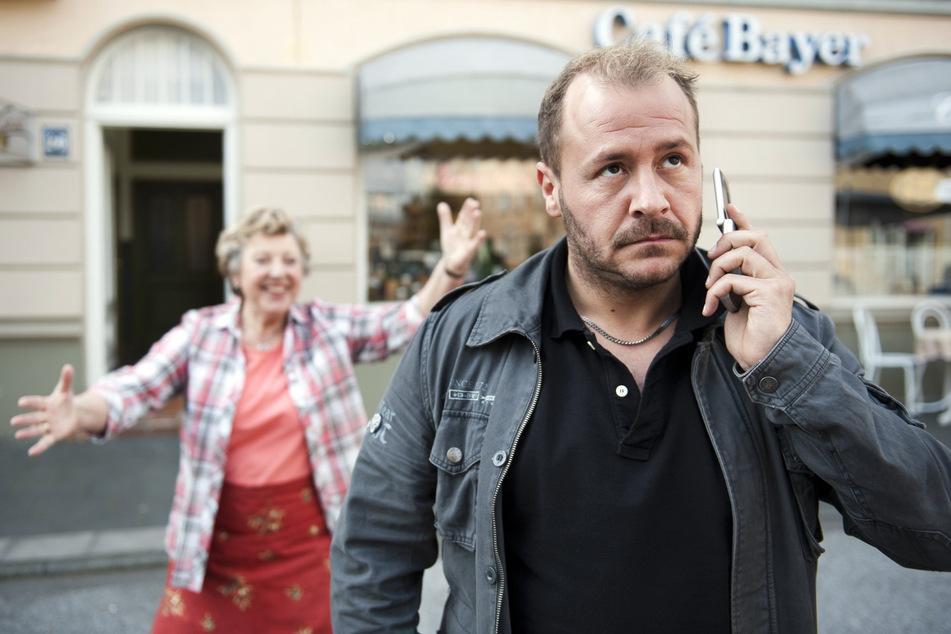 """Einem breiteren Publikum bekannt wurde Willi durch seine Rolle als Serien-Fiesling """"Olli Klatt"""" in der ARD-Vorabendserie """"Lindenstraße""""."""