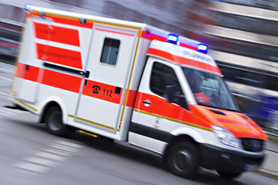 Autofahrerin (80) übersieht Radler: 76-Jähriger in Lebensgefahr