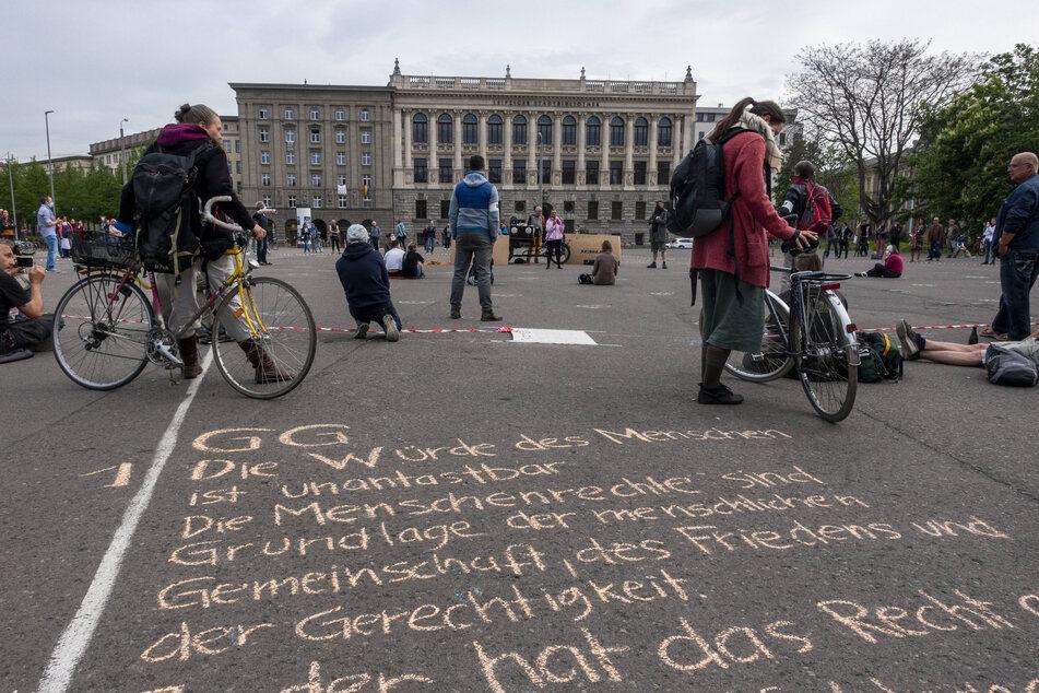 Schon am Dienstag gab es in Leipzig eine Grundrechte-Demo, Freitagnachmittag findet eine weitere vor der Nikolaikirche statt.