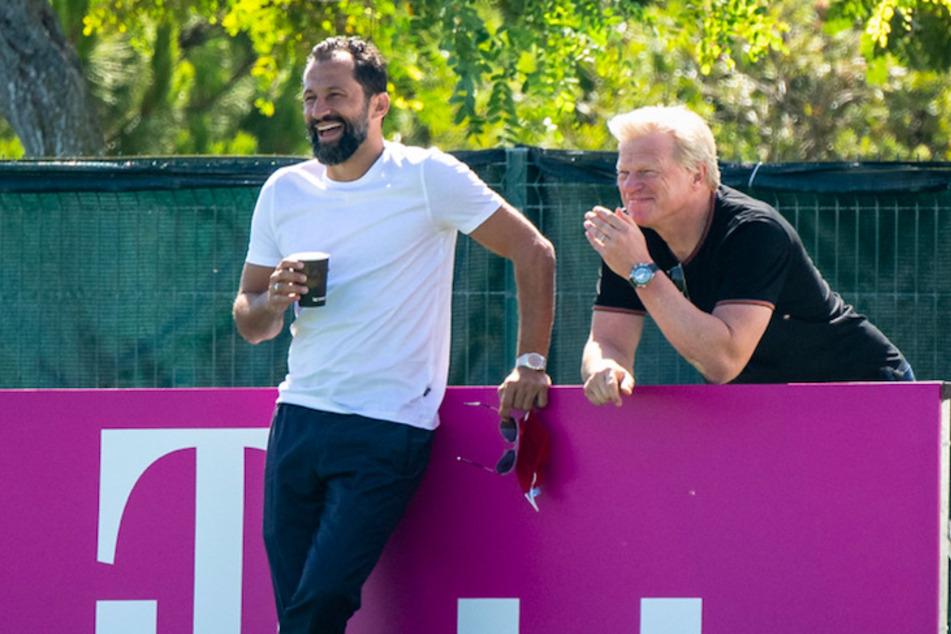 Hasan Salihamidzic (44, l.), Sportdirektor vom FC Bayern, und Oliver Kahn (52), Vorstandsvorsitzender beim FC Bayern, haben früher zusammen für den Verein gespielt.