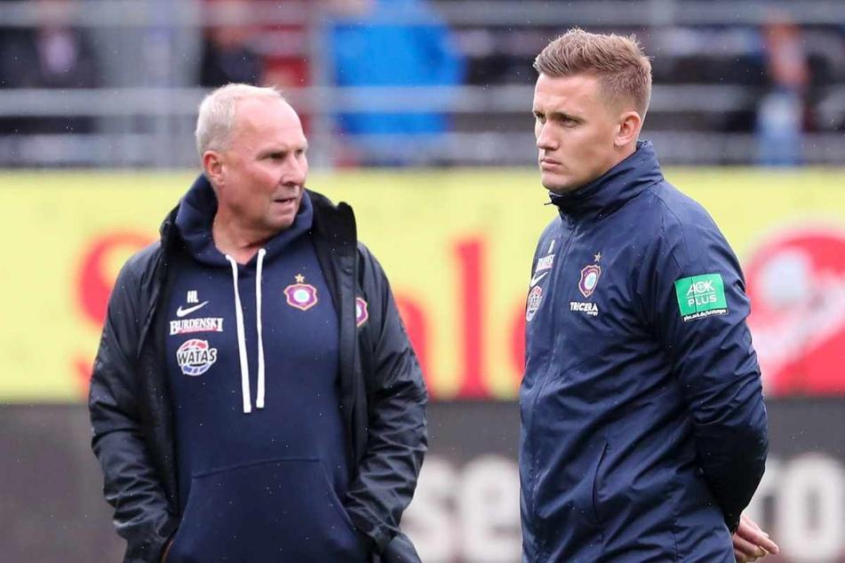 FCE-Boss Helge Leonhardt (62, l.) spricht Trainer Aleksey Shpilevski (33) sein vollstes Vertrauen aus. Beide wissen aber auch, dass irgendwann Ergebnisse geliefert werden müssen.