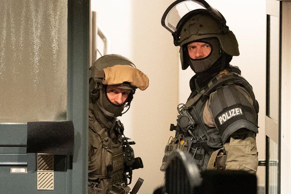 Einem Spezialeinsatzkommando gelang am Freitagabend die Festnahme des gesuchten 24-Jährigen. (Archivfoto)
