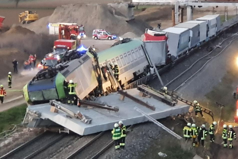 Schweres Zugunglück auf Rheintalstrecke: Lokführer stirbt