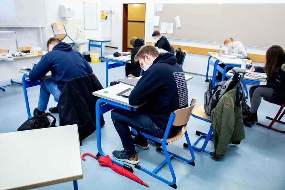 Schüler kritisierten die Abi-Matheprüfung in diesem Jahr angesichts der Umstände als besonders schwer. (Symbolbild)