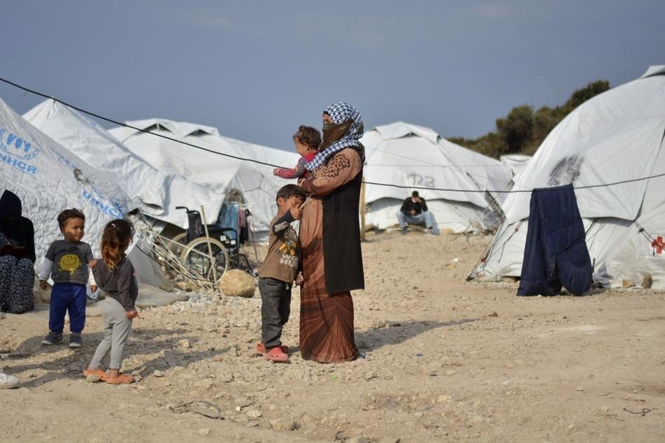 Migranten im Flüchtlingslager Kara Tepe in der Nähe von Mytilini auf Lesbos. Die Menschen sind in erbärmlichen Zuständen untergebracht.