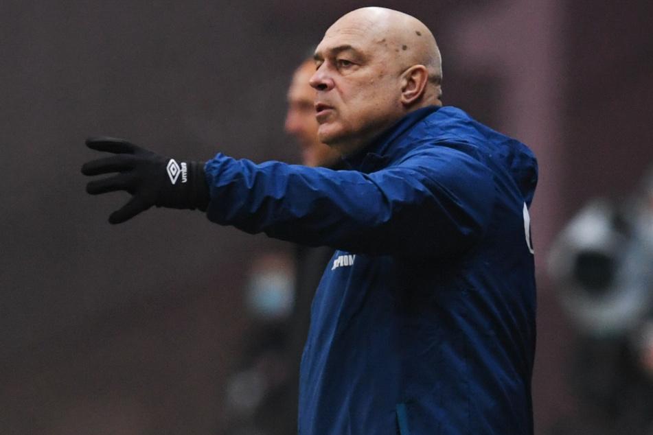 S04-Coach Christian Groß (66) hat mit seiner Mannschaft noch einen langen Weg vor sich.