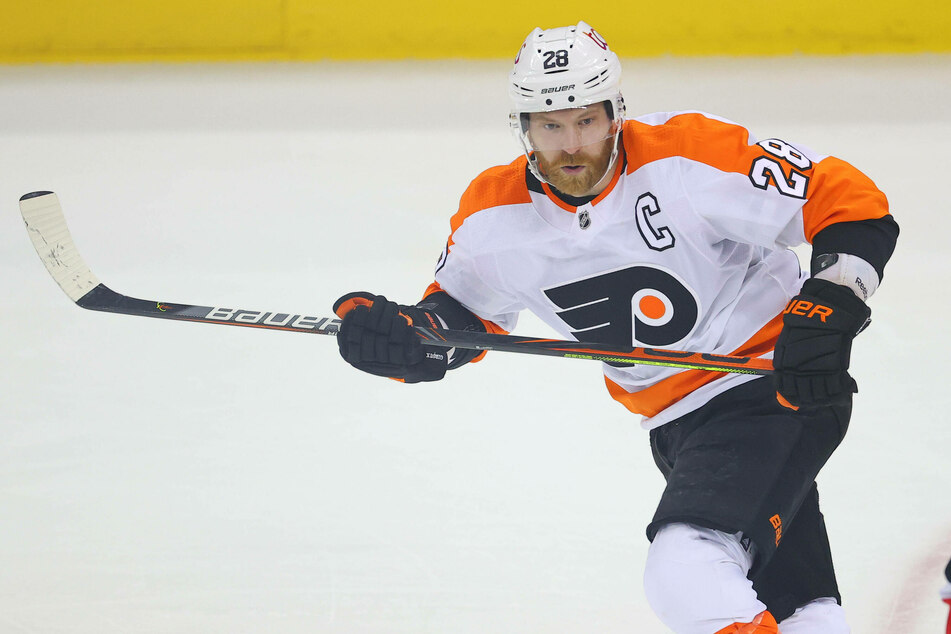 Flyers center Claude Giroux scored two goals and an assist as his team dominated the Penguins 7-2 on Monday night