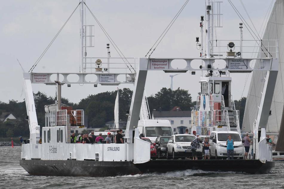 Arm nach Kollision mit Fähre abgerissen: Schlauchbootfahrer stirbt bei Schiffsunfall