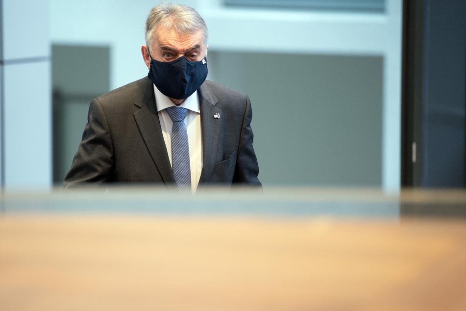 NRW-Innenminister Reul: Labortest bestätigt Corona-Infektion