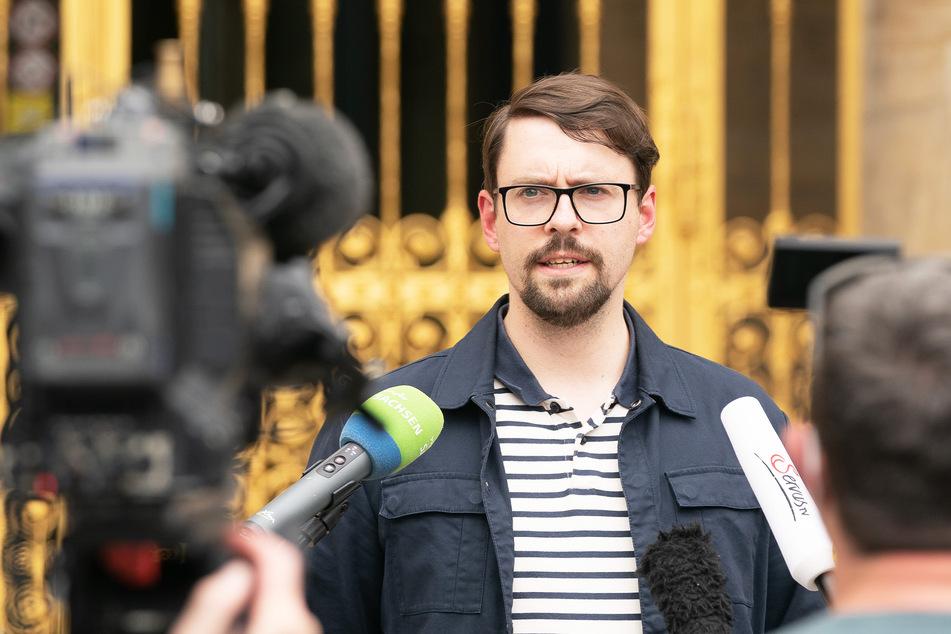 Gesundheitsamts-Chef Frank Bauer (32) erklärte gestern die Wohnheim-Abrieglung.
