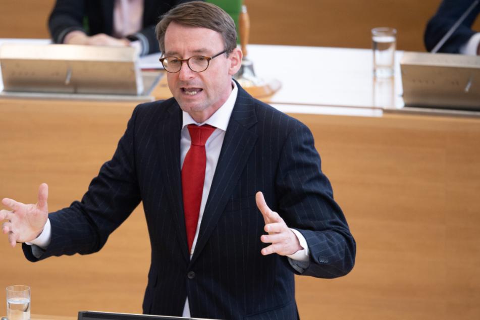 Roland Wöller (49, CDU) berichtete über einen besonders krassen Verstoß aus Leipzig.