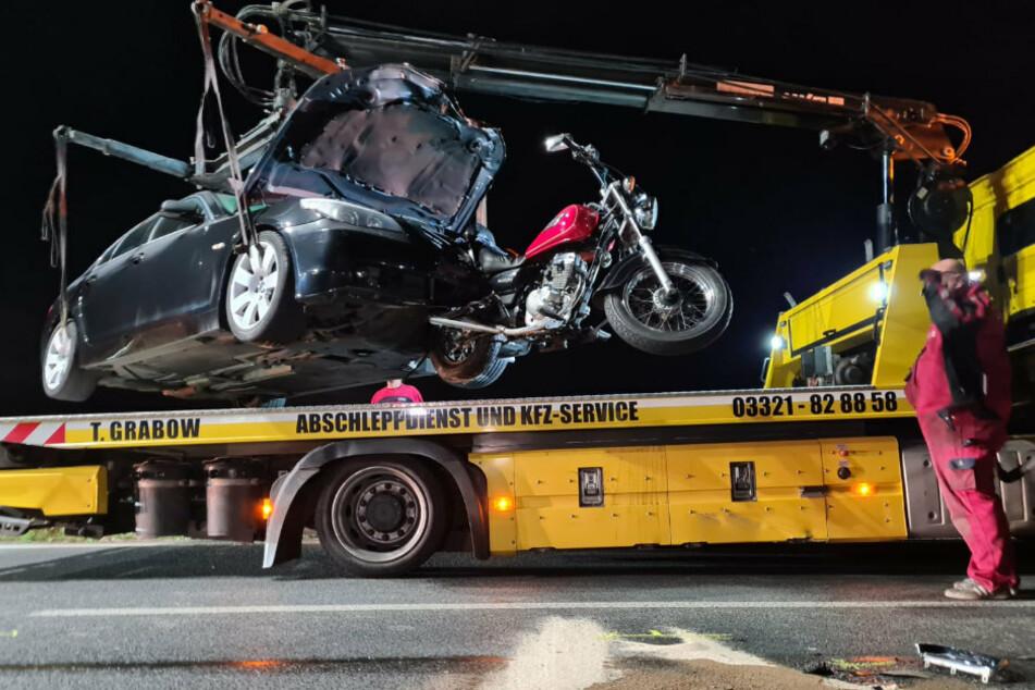 Berlin: Tödlicher Crash: Motorrad kracht mit Auto zusammen