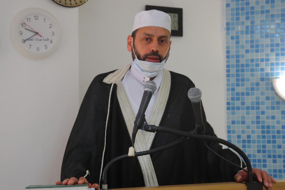 """Freitagsgebet mit Mundschutz: Die Moschee im """"Marwa Elsherbiny Kultur- und Bildungszentrum"""" hat nur eingeschränkt geöffnet, so Imam Saad Elgazar."""