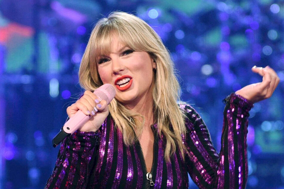 Country pop singer Taylor Swift (30) will give her voice to the Democrats.