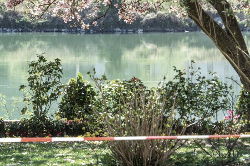 Passanten ziehen leblosen Mann aus Fluss, doch jede Hilfe kommt letztlich zu spät